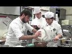 اليمن اليوم- بالفيديو طهاة يابانيون يتعلّمون من المطبخ الفرنسي عن قرب