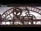 مهندس بيلاروسي ماهر يصنع ساعات خشبية فريدة